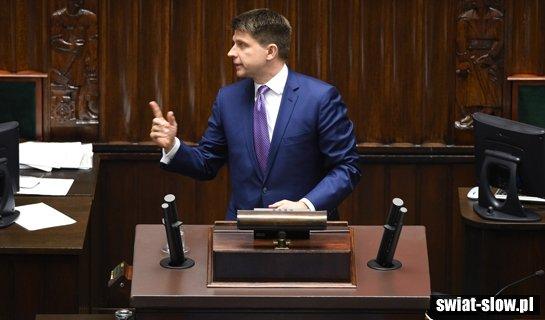 Petru wyśmiany. Przeszkadzają mu mikrofony w Sejmie